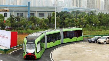 Il treno elettrico senza binari in Cina è già in azione