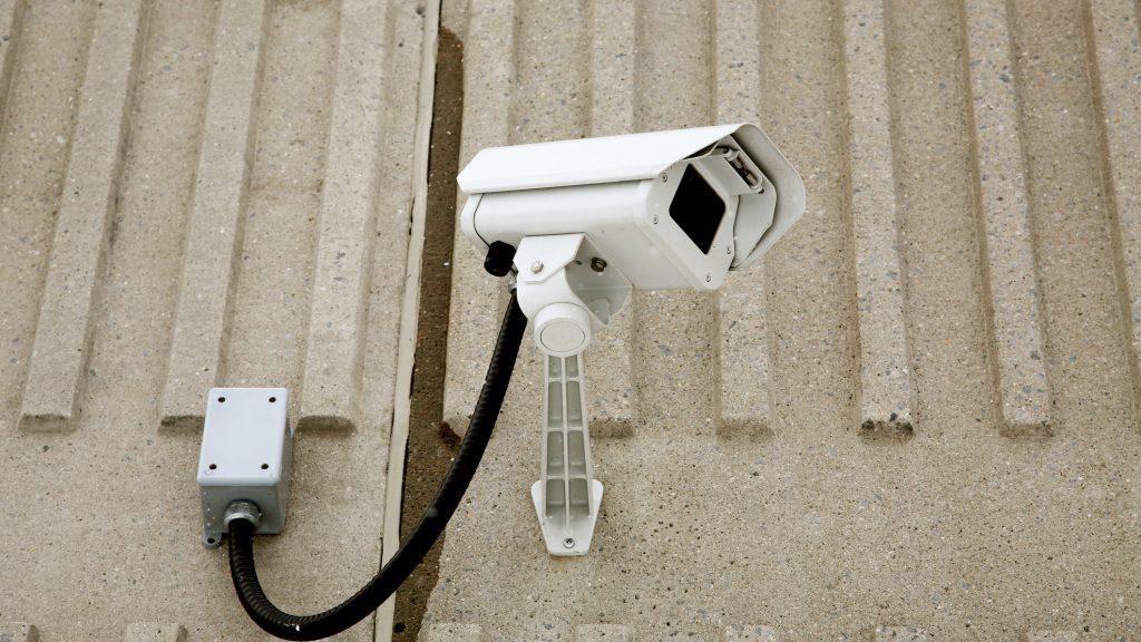 Telecamera Nascosta In Oggetti : Installare telecamere nascoste finte o collegate in rete è