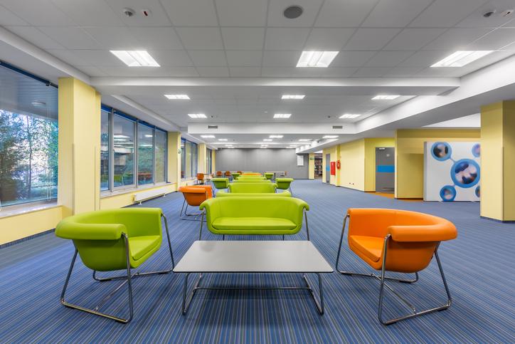 Illuminazione Ufficio Open Space : Come progettare il comfort visivo di un edificio per uffici