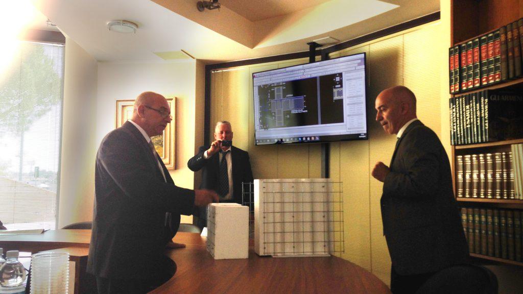 a sinistra Ministro Costruzioni René Mesa Villafaña, a destra Presidente Dott. Gaetano Galliolo
