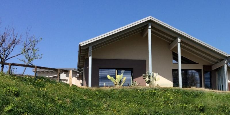 La nuova casa in legno, situata a Valparolo, in provincia di Alessandria, è stata progettata dall'Architetto Diego Bortolato