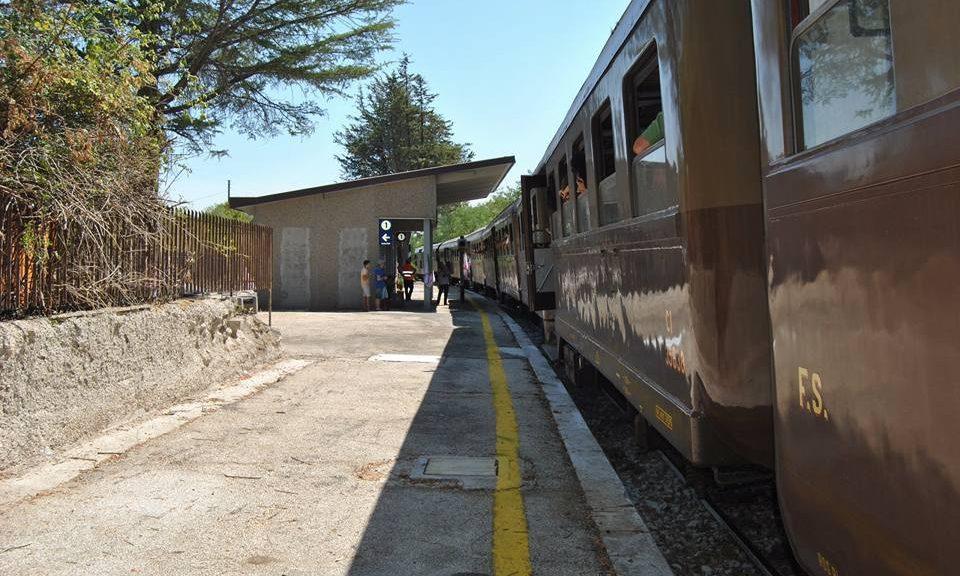 Il treno storico Lioni - Rocchetta Sant'Antonio, attivato dal 25 al 27 agosto in occasione dello Sponz Fest 2017