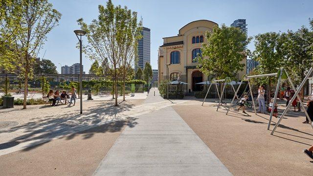"""Contro le isole di calore ci sono le pavimentazioni """"green"""" Italcementi: inaugurazione alla Biblioteca degli Alberi"""