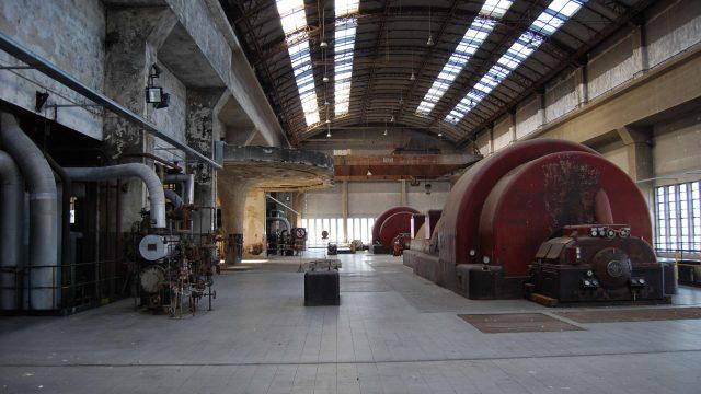 L'area macchine della centrale Enel di Bari