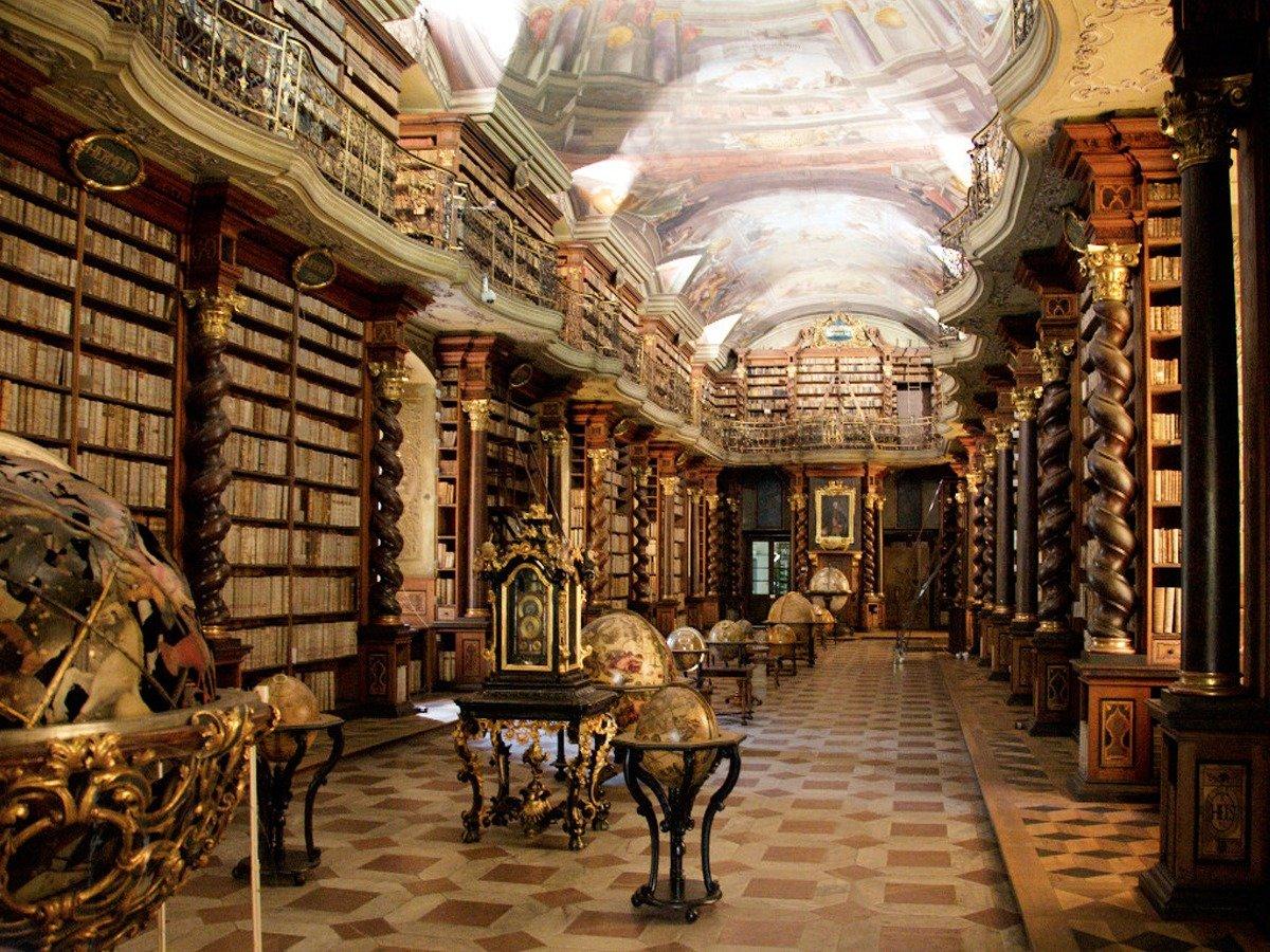 Biblioteca situata in un edificio di pregio per arte e storia