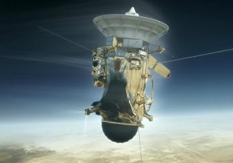 La sonda Cassini al lavoro nello spazio