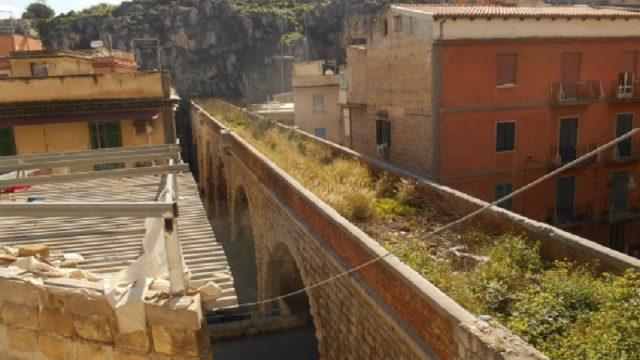 Tratto in sopraelevata delle vecchia ferrovia Palermo-Camporeale