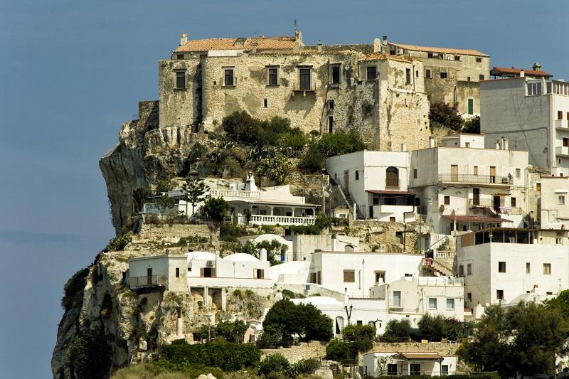 Una veduta di Peschici, piccolo borgo di Puglia