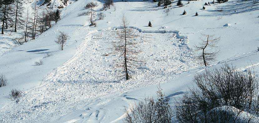 Foto 4 Valanga di versante, di superficie e a lastroni