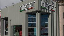 Un involucro edilizio isolato per il nuovo showroom Nieder