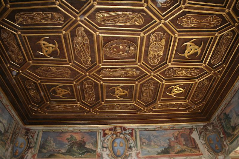Restauro soffitto ligneo intagliato e dorato Palazzo Orsini Barberini copyright de feo restauri