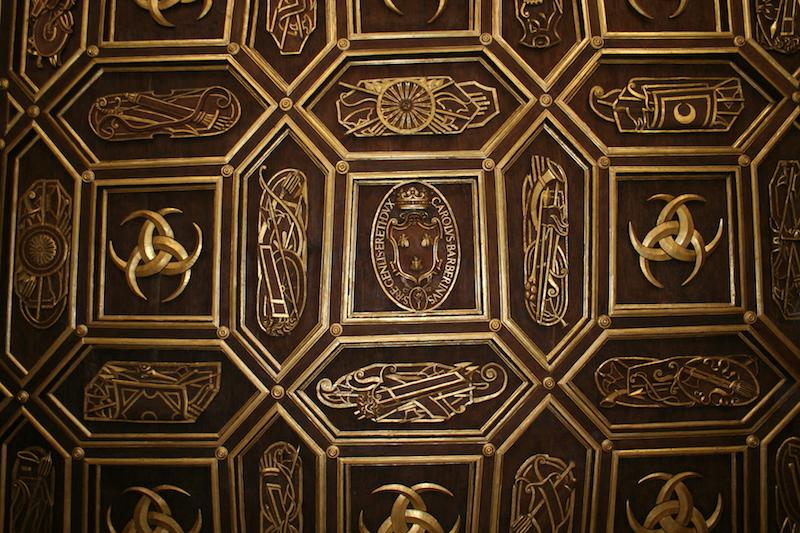 Restauro particolare soffitto ligneo intagliato e dorato Palazzo Orsini Barberini copyright de feo restauri