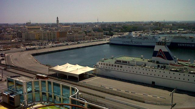 Il porto di Bari visto da una delle navi da crociera che ogni settimana fanno scalo in Puglia