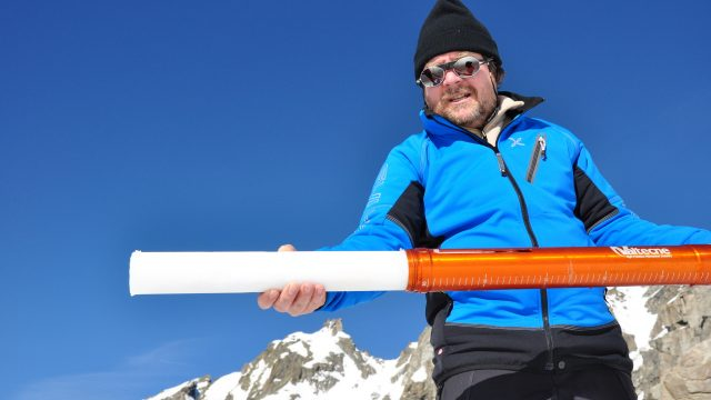 Luca Mercalli - carotaggio ghiacci alpini - courtesy of Luca Mercalli