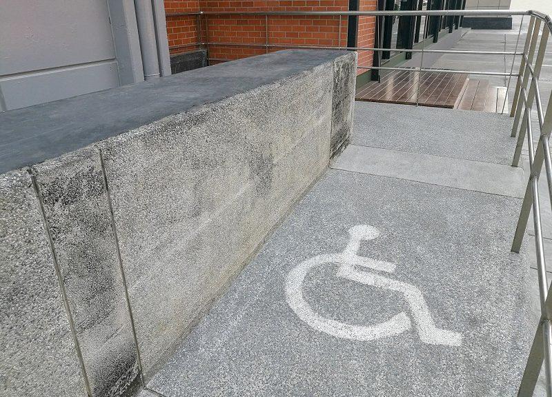 Rampe, accessi, gradini: stop alle limitazioni della libertà delle persone
