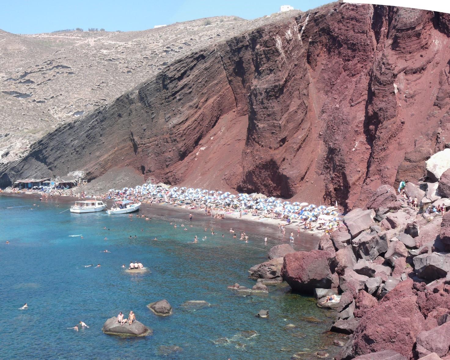 Fig.5 L'ignaro utente estivo della Red Beach di Santorini, Grecia, non è consapevole della partecipazione ad una lotteria, nella quale sarebbe meglio non essere estratti.