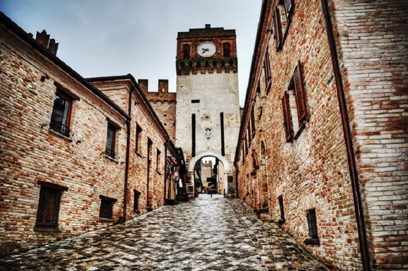 Per la Rocca di Gradara nelle Marche un milione di euro destinato alla prevenzione del rischio sismico e al restauro.
