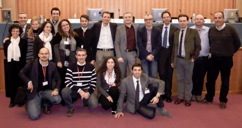 Il Network CasaClima Verona: foto del gruppo scattata all'atto della costituzione, nel 2012. Presente anche il Direttore dell'Agenzia Ulrich Santa