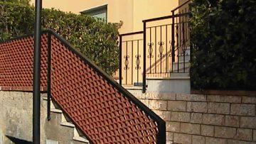 Distanze tra costruzioni e strutture accessorie connotate di consistenza e stabilità