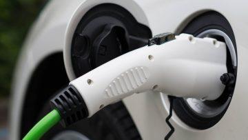 Mobilità elettrica: quanto ne sanno gli italiani?