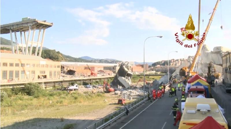 Vigili del Fuoco al lavoro per rimuovere i resti del ponte Morandi a Genova (fonte vigilidefuoco.tv)