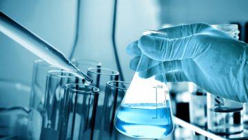 Quali sono i DPI e rischi correlati in un laboratorio chimico di analisi