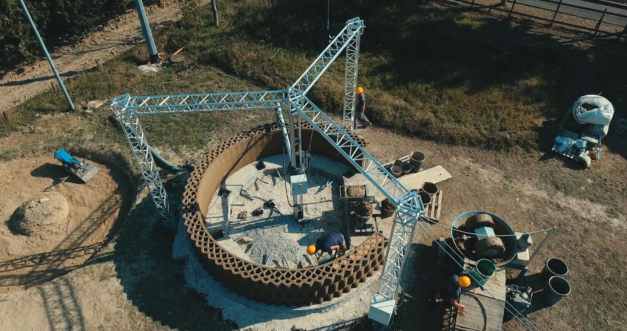 La stampante 3D Crane Wasp in lavorazione durante la costruzione del modello Gaia