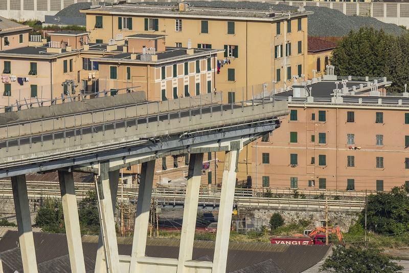 Genova il ponte Morandi dopo il crollo