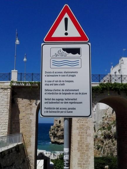 Figura 3 - Polignano a Mare. Cartello nei pressi del Ponte in corrispondenza della foce di Lama Monachile