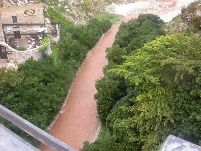 Figura 2 - Foce di Lama Monachile durante l'alluvione del settembre 2006