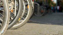 Meno auto e più biciclette, in Italia cresce la voglia di mobilità sostenibile