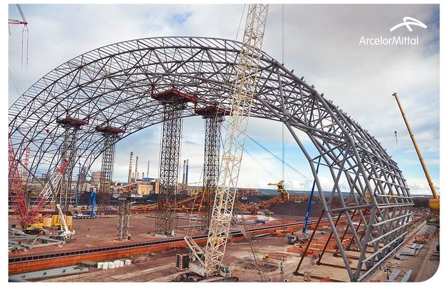 Una delle strutture per la copertura dei parchi minerali dell'ex Ilva di Taranto (fonte pagina Facebook ArcelorMittal Italia)