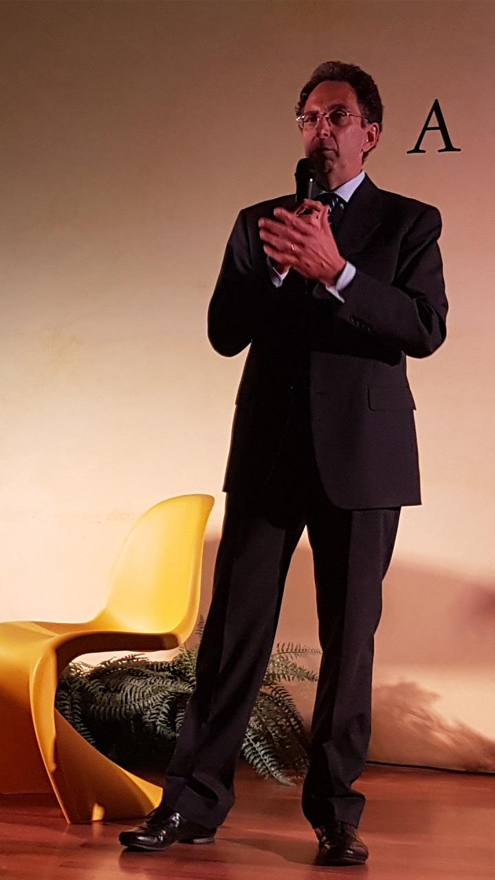 L'Ing. Roberto Calliari, Presidente del Network CasaClima Verona, in occasione del CasaClima Tour a Soave